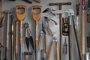 Narzędzia powinny być oczyszczone, naostrzone i naoliwione. Ich żywotność się przedłuży, a praca będzie wydajniejsza