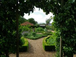 Wejście do ogródka ziołowego