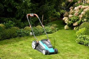 Istnieją też modele na baterię - akumulator (bezprzewodowe), ale trawnik musi być naprawdę mały, bo czasem naładowana bateria nie starcza na cały trawnik