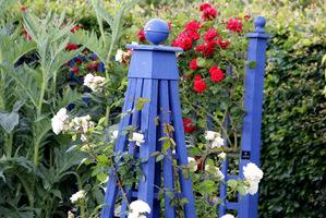 Obeliski dla pnączy mogą być nie tylko praktyczne ale też ładne