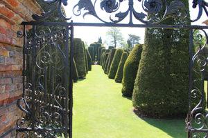 Obecnie posiadłość należy do National Trust (od 1941 roku), a ogród jest najbardziej znany z okazałych, równie starych, cisowych topiarów