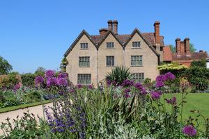 Packwood House Garden to stary dom i piękny, renesansowy ogród, których początki pamiętają wiek XVI