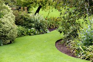 Ważne prace dla uatrakcyjnienia ogrodu to estetyczne brzegi trawnika
