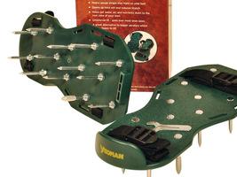 Aerator w postaci butów z kolcami
