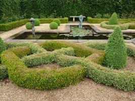 Knot Garden z żywopłotem węzłowym