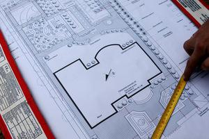 Następnym krokiem jest zrobienie tzw. podkładu, czyli rzutu naszej działki w odpowiedniej skali