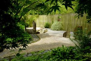 Żwirowe nawierzchnie  (ogród w stylu japońskim w Barnsdale)