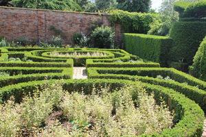 Skomplikowany ogród formalny