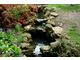 Jeśli zbudujemy specjalne kamienne przegrody lub stopnie, woda zyska dodatkowy walor - będzie się w strumieniu zatrzymywać