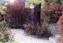 Header ogrod w czerni i czerwieni