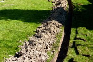 Zakładanie systemu nawadniającego w istniejącym ogrodzie jest możliwe