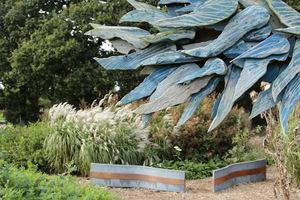 Niebieska rzeźba z drewna