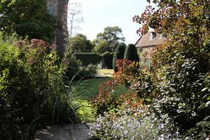Urokliwy zakątek ogrodowy w Sissinghurst