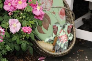 Podkładka, rękawiczki, sekator do przycinania kwiatów róż