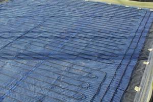 Montaż ogrzewania podłogowego sterowanego termostatem