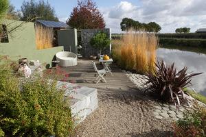 Przepiękny ogród modelowy z wykorzystaniem traw i lnu nowozelandzkiego (Phormium), fot. Michał Młoźniak