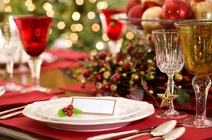 Stół w sposób odświętny przybrany, koniecznie z dodatkiem świec