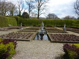 Ogród różany -  sadzi się tutaj wyłącznie róże z certyfikatem