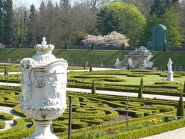 Ogrody zrekonstruowane wraz z pięknymi fontannami zachwycają o każdej porze roku, także zimą ze względu na swe piękne położenie