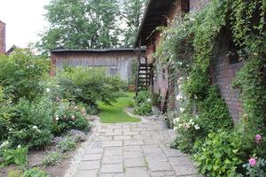 Dziedziniec przypomina mi ogród Great Dixter