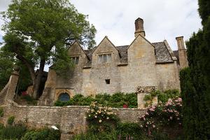 Snowshill Manor to niezwykła i intrygująca posiadłość z ogrodem w stylu Arts and Crafts