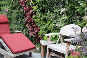 Zielone ściany w pobliżu kącika do odpoczynku pozytywnie wpływają na człowieka