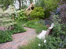 Header co robimy w ogrodzie w czerwcu